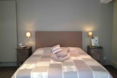 Rives dela Tronne-Chambre Orangerie - Mer - Bed & Breakfast