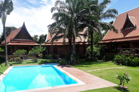 A secret hide away,East Pattaya. - Banglamung - Bed & Breakfast