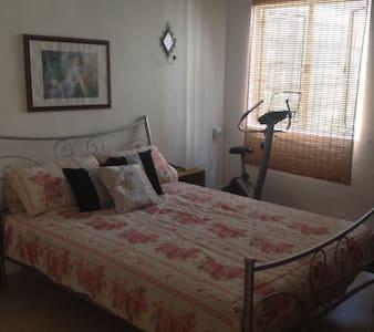 Spacious Apartment in Central Town - Naxxar - Apartemen