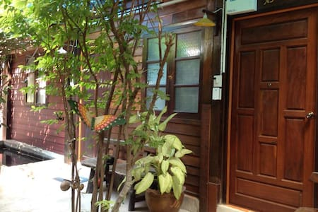 RuanThai+AirCond.+FreeWifi+TV+Clean+Quiet+InCenter - Tambon Nai Mueang - Aamiaismajoitus