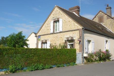 "B&B in Normandy ""La Maison de Printemps"" - Bazoches-sur-Hoëne"