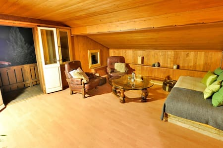 Very cosy top floor apartment on the main street of stunning Grindelwald, in the Jungfrauregion. The gondola to First is 100m away. It  has a beautiful terrace with direct view of the Eiger.  The apartment is 2 levels above the famous Avocado Bar.