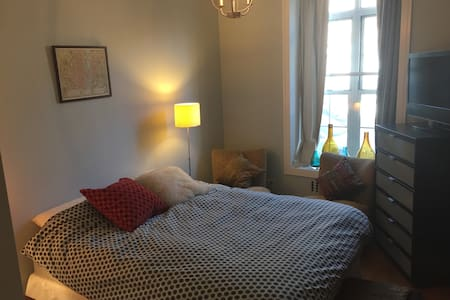 Bright, airy, private room-W Harlem