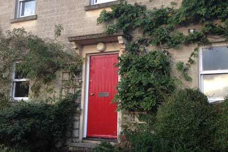 Country cottage house near to Bath - Hinton Charterhouse
