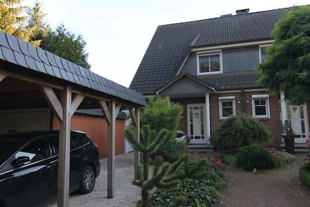 Gemütliches Haus im Grünen - Bönningstedt
