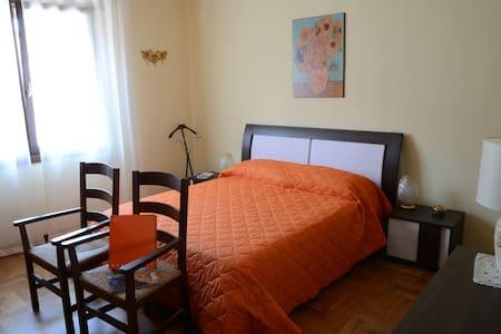 Nuova Stanza dei Girasoli - Doppia - Bed & Breakfast