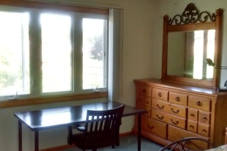 Comfortable quiet non-smoking room - Burr Ridge - Casa