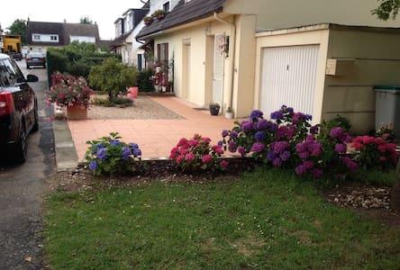 Chalandon maison, jardin. 100 m2 - Dům
