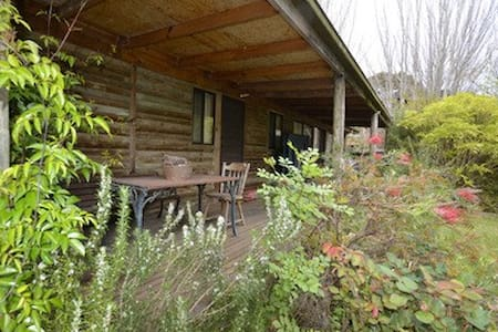 Cosy Log Cabin in relaxing Somers - Somers