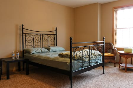 West Madison Private Bed+Bath - Madison - Hus