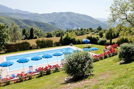 Garfagnana:relax, massage, wi-fi  - Hus