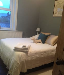 Central Double Room Fabulous Location & House - Harrogate