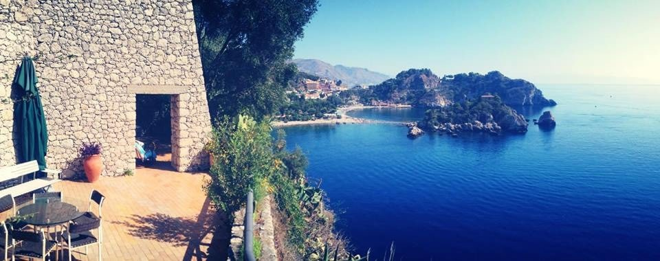 Rent a villa in Taormina inexpensively