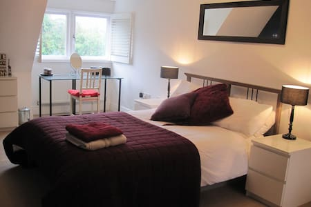 Double room short walk to centre - Hus