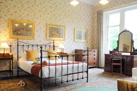 The Billiard Room Flat 377400 - Apartment