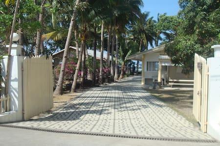 Beach Front Villa Rental - Hus