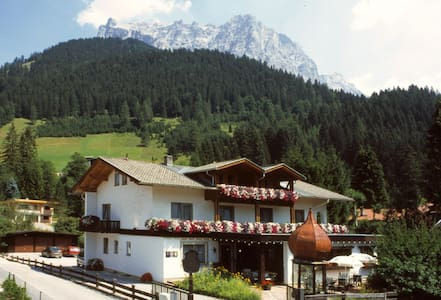 Cosy B&B on sunny side of Zugspitze - Szoba reggelivel