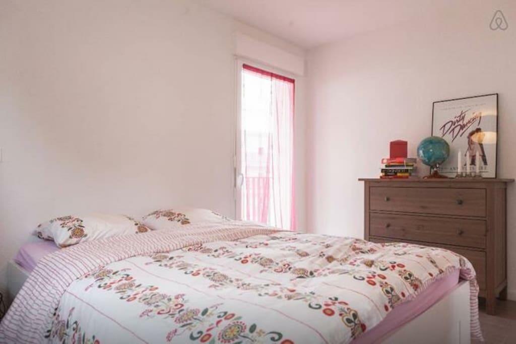 Lovely room close bordeaux appartements louer cenon for Appartement bordeaux stalingrad