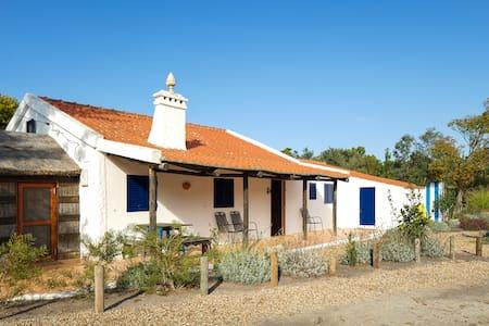 House from 800m of a Wild Beach  - Casa