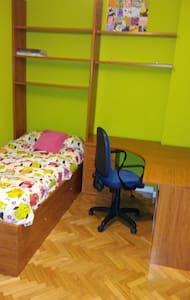 Habitación individual -Private room - Haus