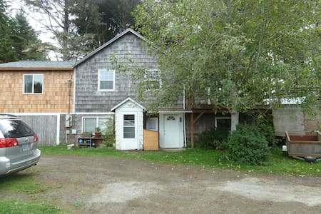 Sea Haven 1 Bedroom Kitchen Suite with Hot Tub - Yachats - Haus