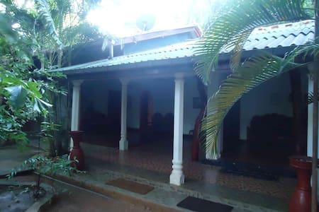 Aariya Rest House - Aamiaismajoitus
