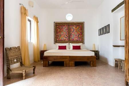 Tara Verde Rishab AC Room / Disable room - Bed & Breakfast