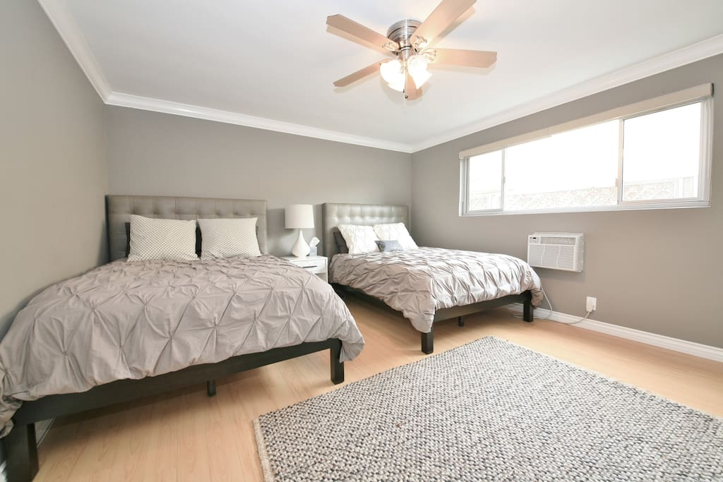 Bedroom with 2 queen size beds that are very comfy. (60x80 inches or 152.4x203.2 centimeters)