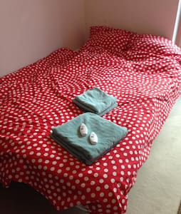 Nice Double Room & PRIVATE Washroom - Apartament