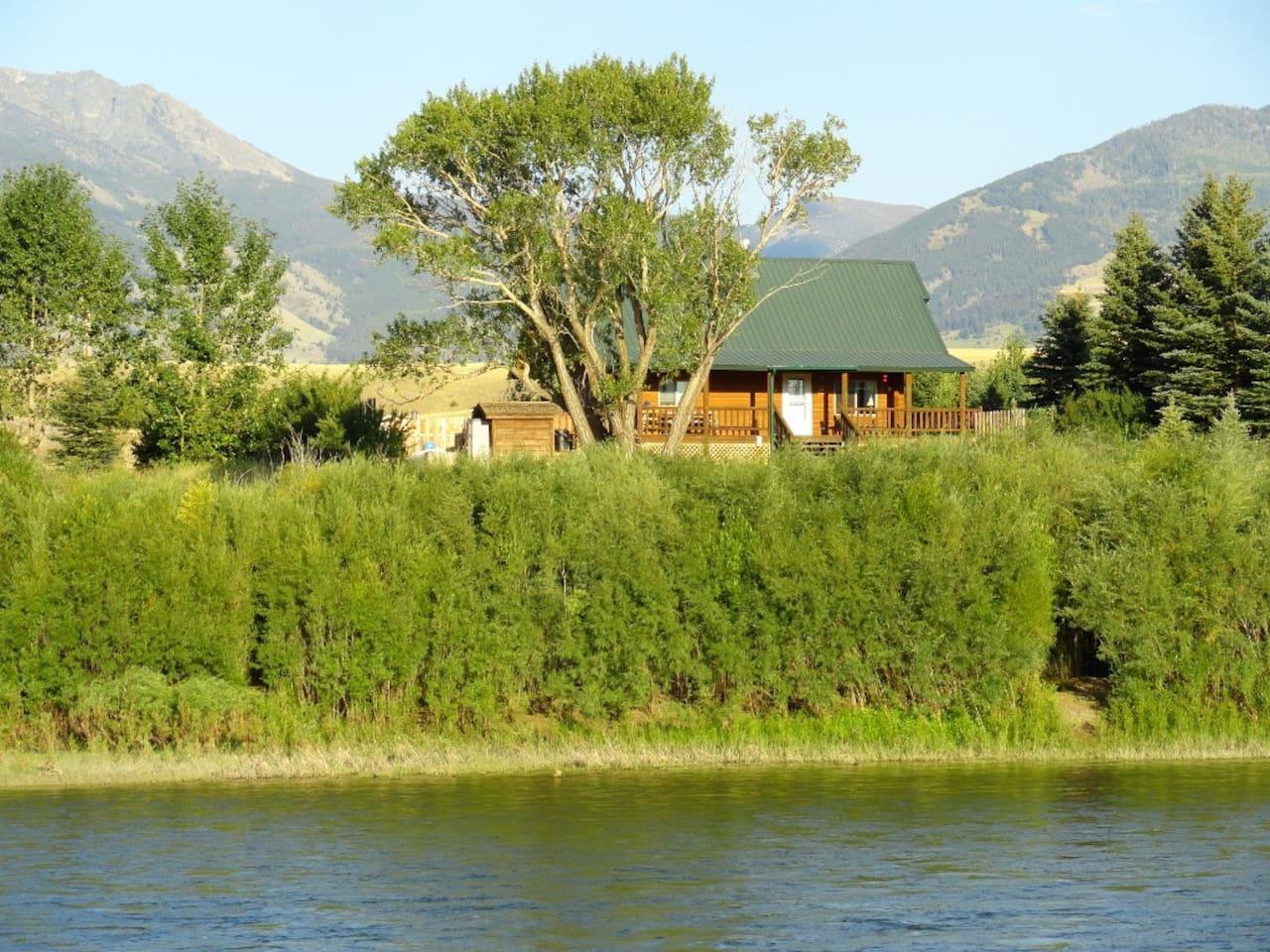 Yellowstone River Log Cabin