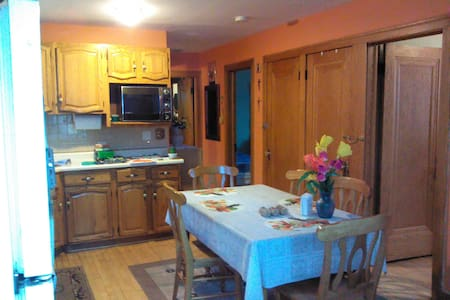 Spare Room by Midway Airport - Chicago - Casa