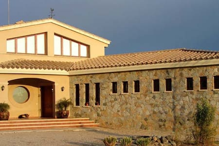 Huge villa 12 pax with private pool near Barcelona - House