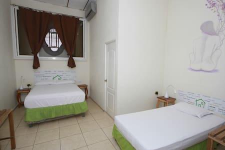 Casa Verde, habitación triple #3 - Santa Ana - Huis