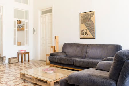 Room in Spacious & Sunny Apartment - Wohnung