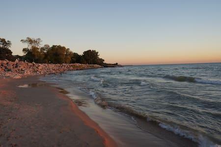 30Sec Walk to Beach! Beautiful Home - Condominium