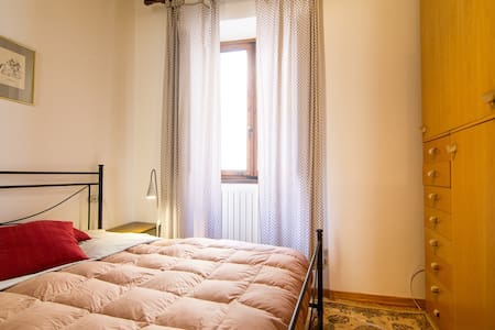 Tuscan style apartment in the historic centre of Arezzo at 100 mt from Piazza Grande. In a noble building of 1600 century, the apartment of 40 m2 consists in living room with kitchen, bedroom, bathroom and large closets.