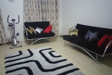 Cosy Secure 2BR Home in Mengo near City Center - Apartamento