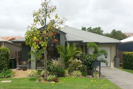 Modern home near Brisbane airport - Hendra - House
