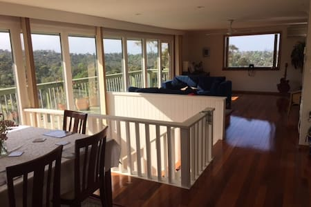 District & City Views Delight - Frenchs Forest - House