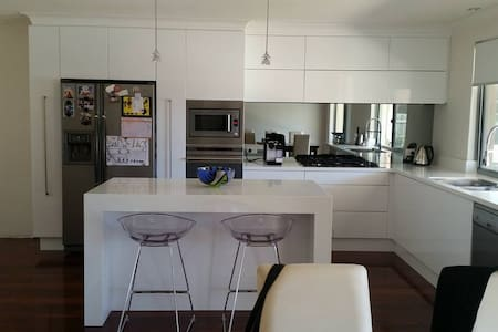 Modern home close to the beach - Duncraig