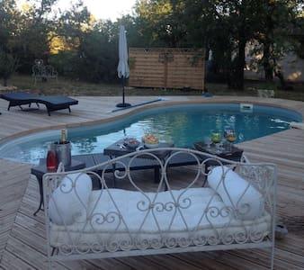 Chambres dans villa avec piscine, terrasse, jardin - Vila