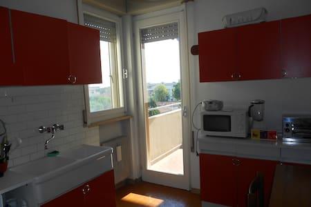 Spaziosa stanza a  Pordenone - Apartamento