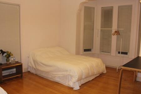 very clean, big size room - Malden - House