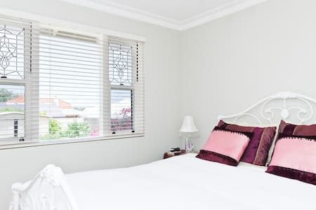Close to City - Semi Detached Suite - North Perth - Bed & Breakfast