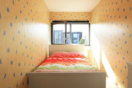 Room in Amsterdam IJburg 2 floor. - Byt