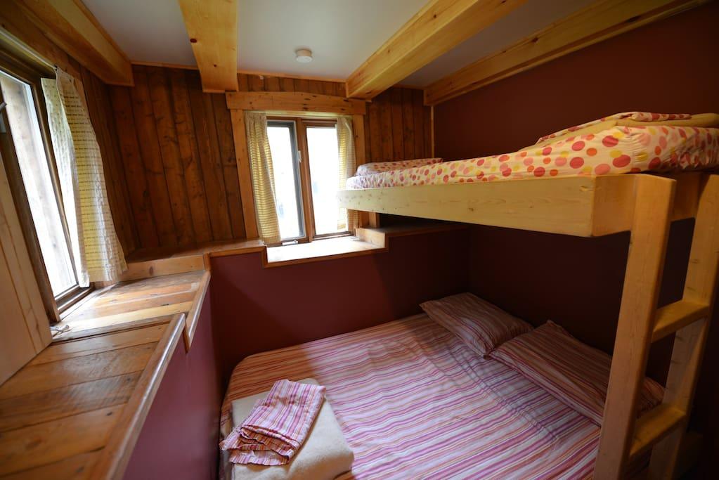 Auberge de jeunesse du bout dumonde maisons organiques for Auberge de jeunesse tadoussac maison majorique