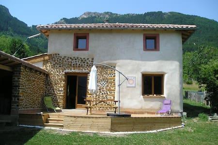 "Gîte ""La cabane d'Ambel"" - Miscon - Huis"