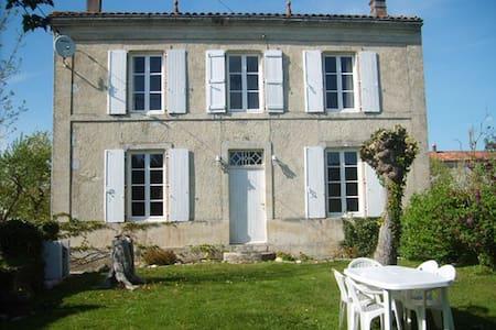 Maison Du Puits - Villeneuve-la-Comtesse