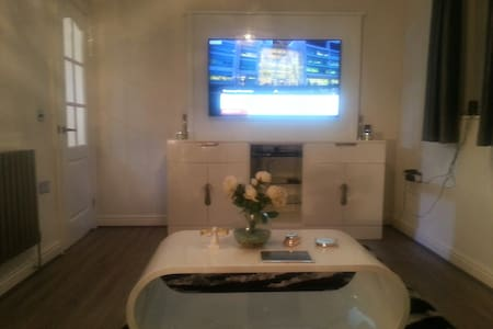 modern flat in nice quiet village - Apartemen