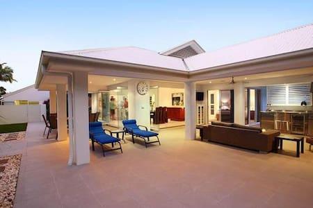 Open plan, resort style home. - Rumah